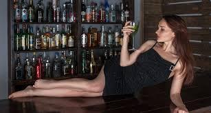 Sexy holka na baru
