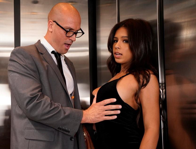 Sex ve výtahu